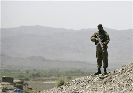 A Pakistani soldier guards a military post overlooking Wana, the main town of the South Waziristan region, near the Afghan border April 11, 2007. A suicide bomber killed five Pakistani troops and wounded five in an attack at the entrance to a paramilitary base in South Waziristan on Thursday, intelligence officials said. REUTERS/Maqsood Mehdi
