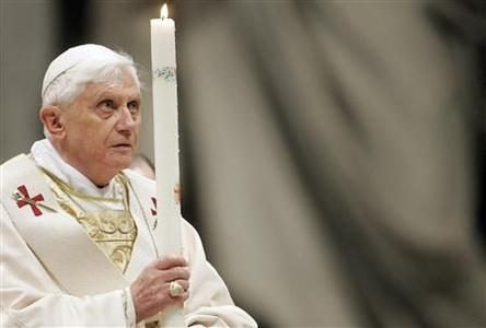 Pope Benedict XVI holds a candle as he celebrates an Easter Vigil mass in Saint Peter's Basilica at the Vatican March 22, 2008. REUTERS/Dario Pignatelli