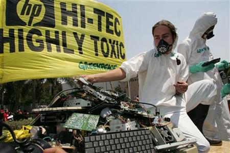Members of Greenpeace protest against electronic waste outside an electronics company in Guadalajara, Mexico May 23, 2005. REUTERS/Alberto Moreno