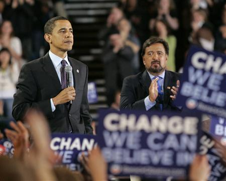 Democratic presidential candidate Senator Barack Obama and New Mexico Governor Bill Richardson are cheered by supporters during a campaign rally in Portland, Oregon, March 21, 2008. REUTERS/Richard Clement