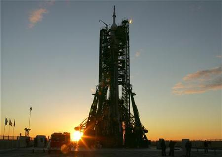 Russian Soyuz TMA-9 spacecraft is set on a launch pad at Baikonur cosmodrome in Kazakhstan September 18, 2006. REUTERS/Shamil Zhumatov