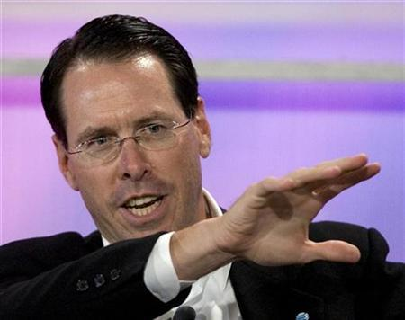 AT&T CEO Randall Stephenson in San Francisco, October 19, 2007. Stephenson said on Wednesday it was having trouble finding enough skilled workers to fill all the 5,000 customer service jobs it promised to return to the United States from India. REUTERS/Kimberly White