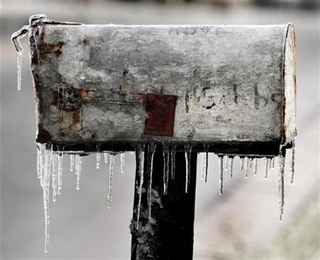 Icicles form on a mailbox in Kansas City, Kansas, December 11, 2007. REUTERS/Dave Kaup