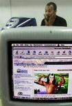 <p>Sito we indonesuiano RadiqRadio.com in una foto d'archivio. REUTERS BM/RCS</p>