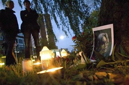 People attend a remembrance ceremony for murdered Russian journalist Anna Politkovskaya outside the Russian embassy in Stockholm, Sweden, October 7, 2007. REUTERS/Scanpix/Johan Nilsson/