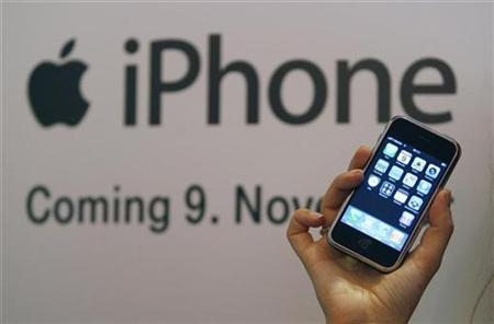 A model presents an Apple iPhone at the T-Mobile Store in Cologne November 9, 2007. REUTERS/Ina Fassbender