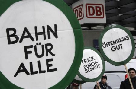 Demonstrators hold banners during a protest against the proposed privatisation of German rail operator Deutsche Bahn in Berlin, March 28, 2008. REUTERS/Tobias Schwarz (GERMANY)