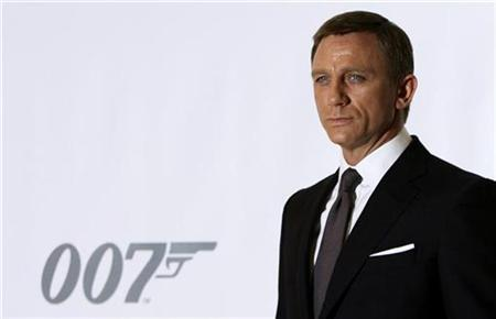Actor Daniel Craig who plays James Bond poses during a photocall at Pinewood Studios to mark the start of production of the 22nd James Bond film, ''Quantum of Solace'', in Buckinghamshire, north of London January 24, 2008. REUTERS/Stephen Hird