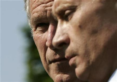 U.S. President George W. Bush looks over at his Russian counterpart Vladimir Putin at the G8 summit in Heiligendamm, Germany, June 7, 2007. REUTERS/Jim Young