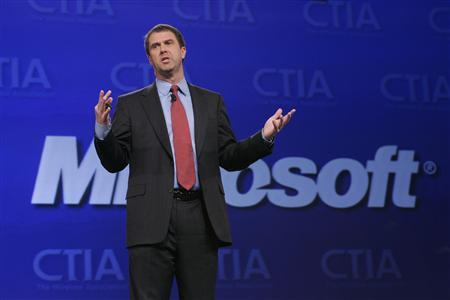 Robert Bach, president of Entertainment & Devices Division for Microsoft Corporation, speaks during a keynote address at the CTIA Wireless convention in Las Vegas, Nevada April 1, 2008. REUTERS/Steve Marcus