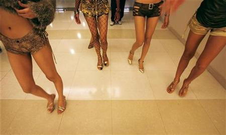 Members of a Thai ladyboy band walk to a performance in Bangkok February 7, 2007. REUTERS/Adrees Latif