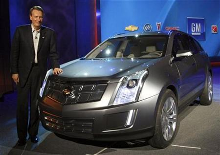 General Motors Chairman and CEO Rick Wagoner poses with a Cadillac Provoq, a fuel cell concept car seen in public for the first time, at a keynote address at the Consumer Electronics Show in Las Vegas January 8, 2008. REUTERS/Rick Wilking