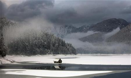 The partially frozen waters of the Capilano Reservoir are shown in British Columbia, January 29, 2008. Increasing droughts in the United States and American unhappiness over NAFTA mean Canada could one day be forced to allow bulk shipments of water to its giant neighbor, a left-leaning think tank said on Thursday. REUTERS/Andy Clark