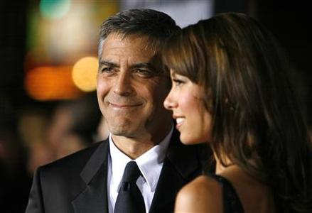 Director and cast member George Clooney (L) and his girlfriend Sarah Larson pose at the premiere of ''Leatherheads'' at the Grauman's Chinese theatre in Hollywood, California, March 31, 2008. REUTERS/Mario Anzuoni