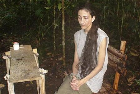 Kidnapped French-Colombian politician Ingrid Betancourt is seen in a video released by the Colombian government in Bogota November 30, 2007. REUTERS/Presidencia/Handout