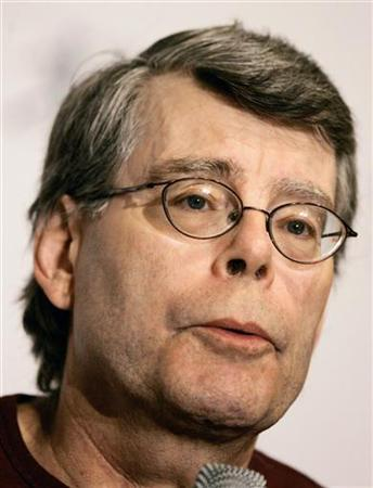 Author Stephen King attends a news conference before a charity reading event in New York, August 1, 2006. REUTERS/Mike Segar
