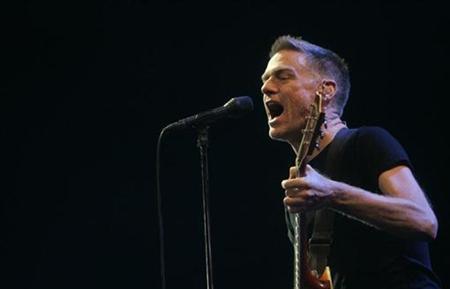 Canadian singer Bryan Adams performs onstage in Riga December 4, 2007. REUTERS/Ints Kalnins