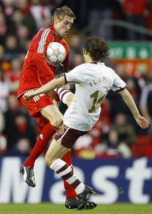 Arsenal's Mathieu Flamini (R) challenges Liverpool's Peter Crouch during their Champions League quarter-final second leg football match at Anfield in Liverpool, northern England April 8, 2008. REUTERS/Giampiero Sposito