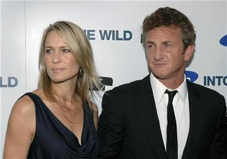 File photo shows the director of ''Into the Wild'', Sean Penn (R) and wife Robin Wright Penn attending the premiere of the film in Los Angeles September 18, 2007. REUTERS/Phil McCarten