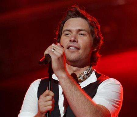 ''American Idol'' finalist Michael Johns performs in an undated photo courtesy of Fox. Johns finished in the bottom three for the first time on Thursday, and in a surprising result ended up being eliminated from the TV talent competition when fans cast the fewest votes for his rendition of Aerosmith's ''Dream On.'' REUTERS/Handout