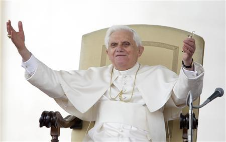 Pope Benedict XVI waves during his general audience in Saint Peter's Square at the Vatican April 9, 2008. REUTERS/Max Rossi