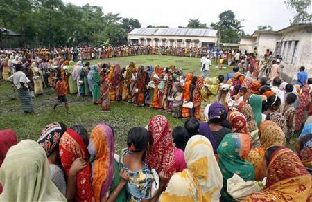 Flood victims line up to collect relief from a center in Gangachara, 340 km (210 miles) from the capital Dhaka, September 12, 2007. REUTERS/Rafiqur Rahman/Files