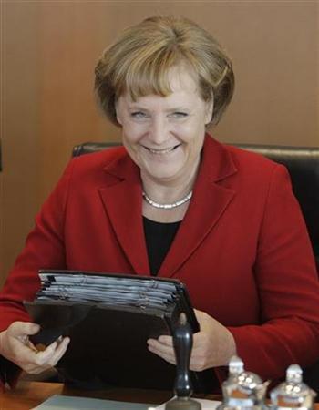 German Chancellor Angela Merkel arrives for the weekly cabinet meeting in Berlin, April 8, 2008. REUTERS/Tobias Schwarz
