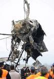 <p>Двигатель самолета, разбившегося под Кишиневом 12 апреля 2008 года. Как минимум 8 человек погибли в результате крушения грузового самолета АН-32 близ аэропорта города Кишинев, сообщил источник в МЧС Молдавии. (REUTERS/Vadim Denisov)</p>