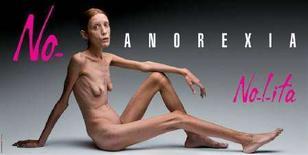 <p>La pubblicità shock di Oliviero Toscani contro l'anoressia apparsa sui giornali e nelle città italiane durante la settimana della moda. REUTERS/Flash&Partners (ITALY)</p>