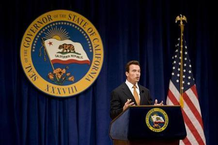 California Governor Arnold Schwarzenegger unveils his budget proposal in Sacramento, California January 10, 2008. REUTERS/Max Whittaker