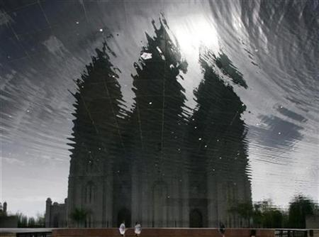 A reflection of the Salt Lake Mormon Temple is seen in Salt Lake City, Utah May 27, 2007. This picture has been rotated 180 degrees. REUTERS/Lucy Nicholson