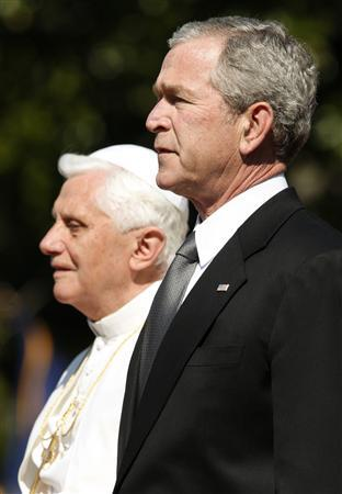 Pope Benedict XVI and President Bush attend the arrival ceremony for the pope on the South Lawn of the White House in Washington, April 16, 2008. REUTERS/Jim Young