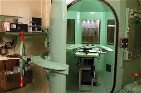 The death chamber at California's San Quentin State Prison, 18 miles (29 km) north of San Francisco, California is shown in this undated file photograph. REUTERS/California Department of Corrections/Handout