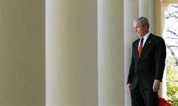 <p>George W. Bush in una foto d'archivio. REUTERS/Jim Young (UNITED STATES)</p>