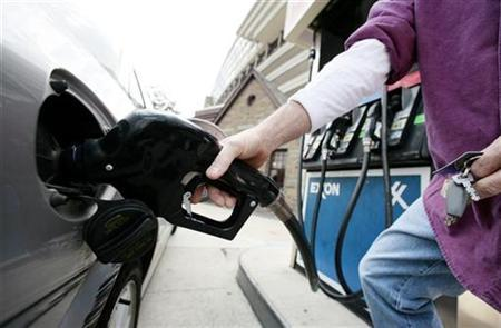 A customer fills a car's tank at a gas station approximately one mile from the White House in Washington March 11, 2008. REUTERS/Larry Downing