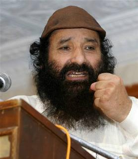 Syed Salahuddin, chief of Kashmiri militant group Hizbul Mujahideen, addresses a gathering at a mosque in Pakistan's central city of Multan in this August 11, 2006 file photo. REUTERS/Asim Tanveer
