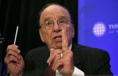 <p>Rupert Murdoch, le patron de News Corp a laissé la porte ouverte lundi à une offre commune avec Microsoft sur Yahoo, à la veille de la publication des résultats trimestriels du moteur de recherche. /Photo prise le 21 avril 2008/REUTERS/Kevin Lamarque</p>