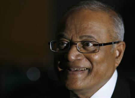Maumoon Abdul Gayoom, president of the Maldives, smiles during an interview with Reuters in Singapore April 22, 2008. Maldives, worried about rising seas from climate change, wants steeper cuts in global greenhouse gas emissions but is unwilling to curb its tourism industry, reliant on polluting international flights. REUTERS/Vivek Prakash/Files