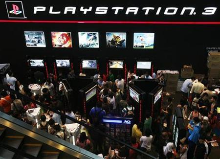 People crowd into the Sony Playstation booth at the Singapore IT Show March 7, 2008. REUTERS/Vivek Prakash