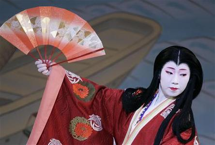 A geiko (geisha), performs during an annual spring dance performance at the Kaburenjo theatre in the Miyagawa district of Kyoto, Japan April 11, 2008. REUTERS/Michael Caronna