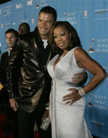 Star Jones Reynolds (L) and husband Al Reynolds (2nd L) arrive at the taping of the 37th annual NAACP Image Awards in Los Angeles, California February 25, 2006. REUTERS/Fred Prouser