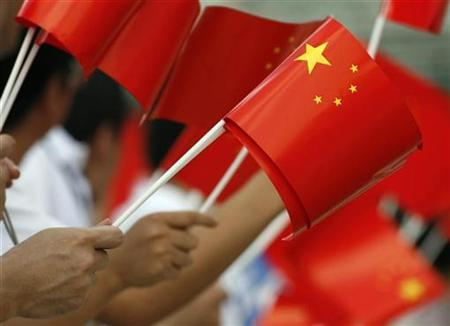 Supporters wave Chinese flag during the Beijing Olympic torch relay in Jakarta April 22, 2008. REUTERS/Beawiharta