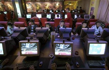 An Internet cafe in China's northwestern Qinghai province in a 206 photo. China has surpassed the United States to become the world's largest Internet-using population, reaching 221 million by the end of February, state media said on Thursday. REUTERS/Simon Zo/Files