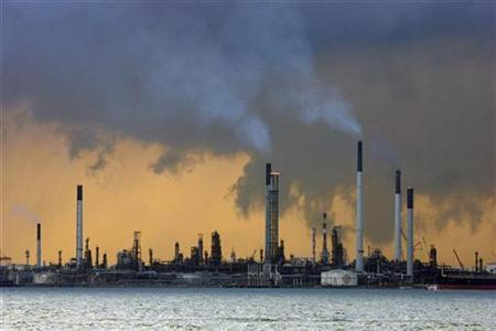 A view of an oil refinery off the coast of Singapore March 14, 2008. REUTERS/Vivek Prakash