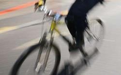 <p>La Fédération néerlandaise de cyclisme suggère que les voitures circulant aux Pays-Bas soient équipées d'airbags extérieurs afin de réduire le nombre d'accident mortels des adeptes du vélocipède. /Photo d'archives/REUTERS/Ivan Alvarado</p>