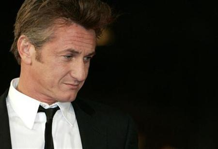 Sean Penn poses at the premiere of his movie 'Into the Wild' at the Rome International Film Festival October 24, 2007. REUTERS/Dario Pignatelli