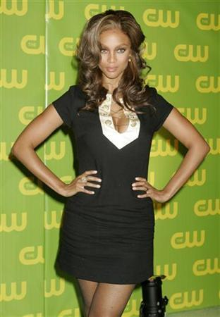 Tyra Banks, host of the reality television series 'America's Next Top Model', poses in Burbank, California September 18, 2006. REUTERS/Fred Prouser