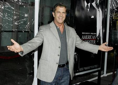 Actor Mel Gibson arrives as a guest at the Los Angeles premiere of the film ''American Gangster'' in Hollywood, California October 29, 2007. REUTERS/Fred Prouser