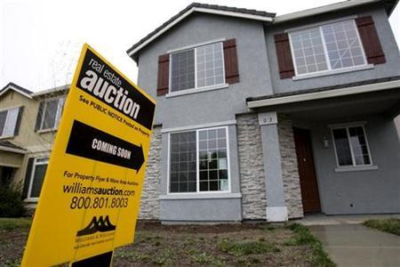 An auction sign is displayed in front of a home in Stockton, California in this February 2, 2008 file photo. U.S. home foreclosure filings jumped 23 percent in the first quarter from the prior quarter, and more than doubled from a year earlier, as more overextended borrowers failed to make timely payments, real estate data firm RealtyTrac said on Tuesday. REUTERS/Kimberly White