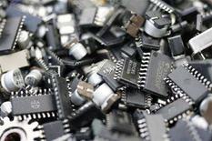 <p>Chip di memoria in una foto d'archivio. REUTERS/Yuriko Nakao</p>